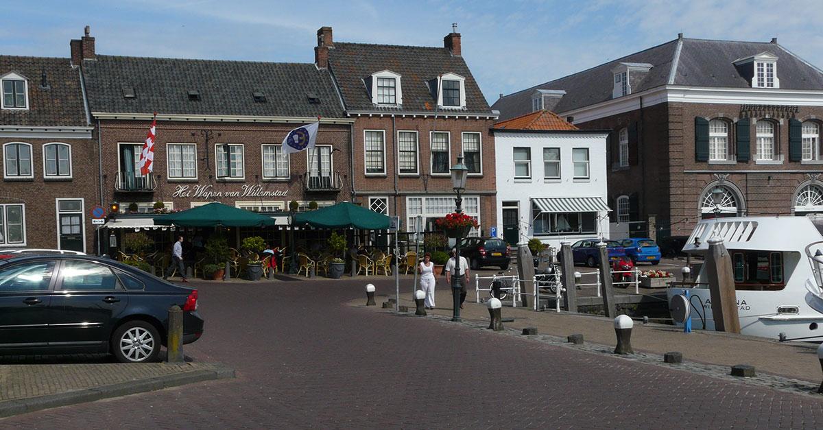 8 motorroutes door Willemstad